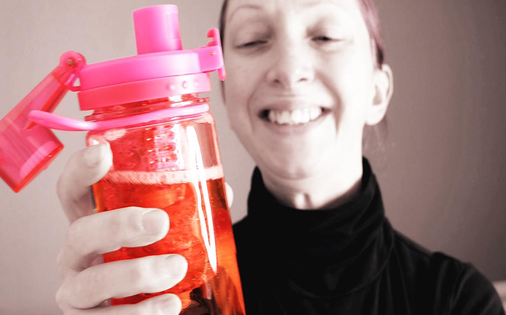 InfuseFruit Trinkflasche in Pink Testbericht