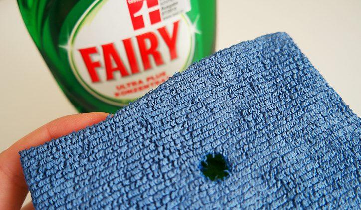 Fairy Ultra Plus Konzentrat mit Dosierschwamm im Test